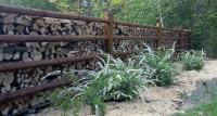 .... a ohrada se obalila dřevem.